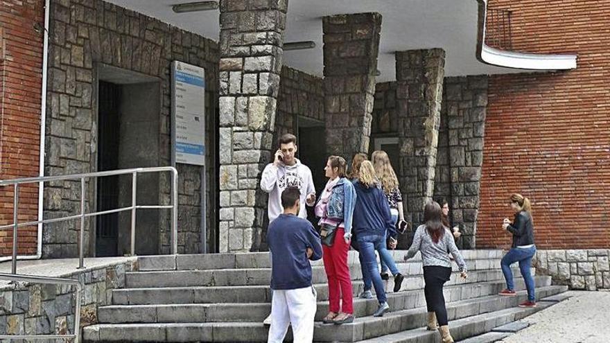 Los decanos avalan la redistribución de alumnos en Llamaquique