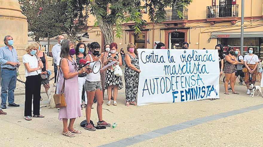 Doscientas personas muestran en Ibiza su apoyo a la joven que sufrió una violación grupal en Formentera