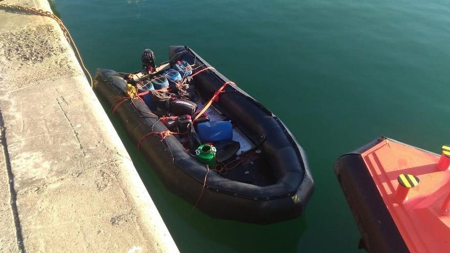 Rescatan una neumática con 50 inmigrantes al sur de Fuerteventura