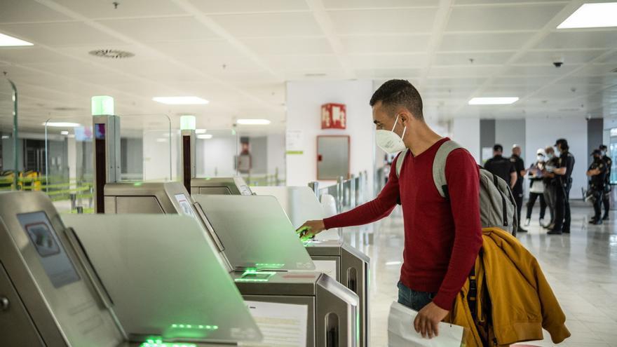 Veinticinco migrantes logran viajar a Málaga con pasaporte y petición de asilo