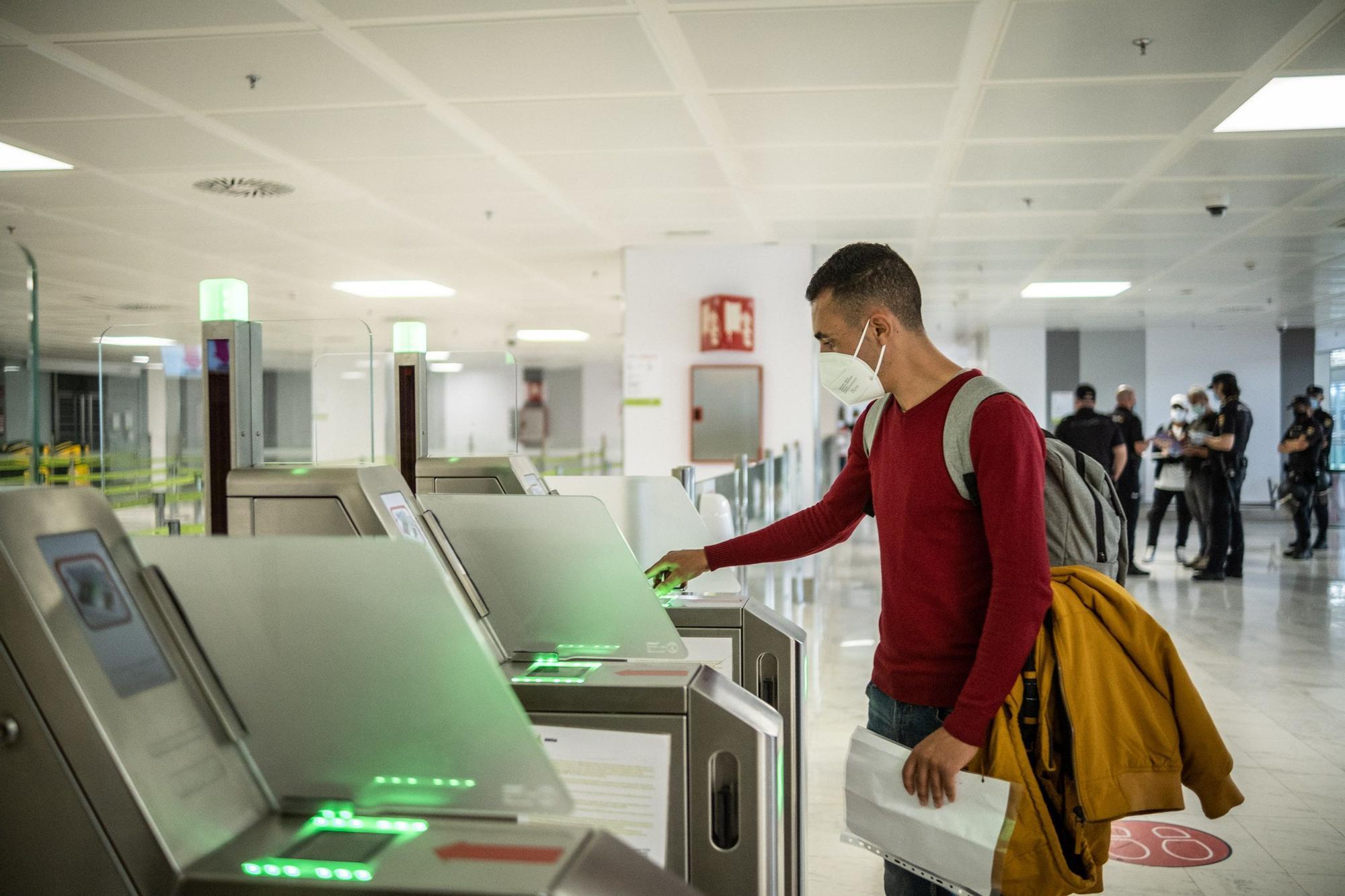 Veinte migrantes intentan viajar a la Península