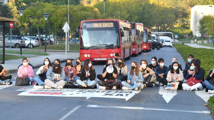 Universitarios protestan y Tranvías propone la línea 24 como alternativa