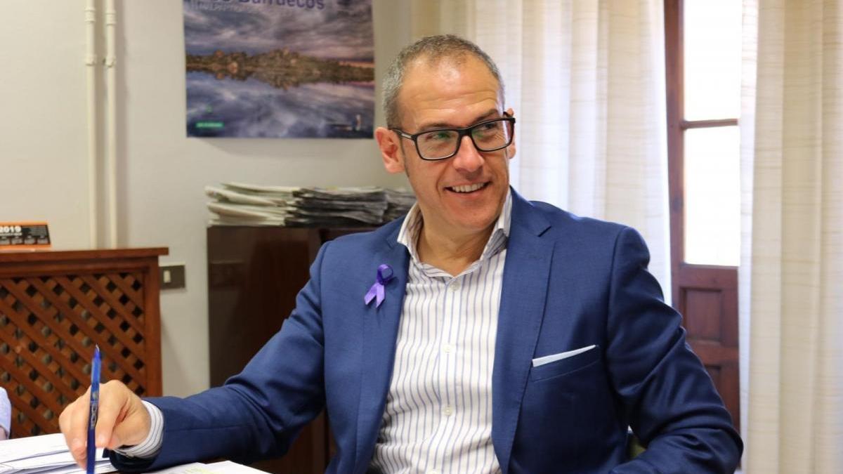 """El alcalde de Malpartida de Cáceres defiende su inocencia en presuntos malos tratos y pide """"prudencia"""""""