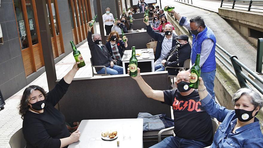 Salud tumba de nuevo abrir la hostelería para dar cenas y desata la ira del sector