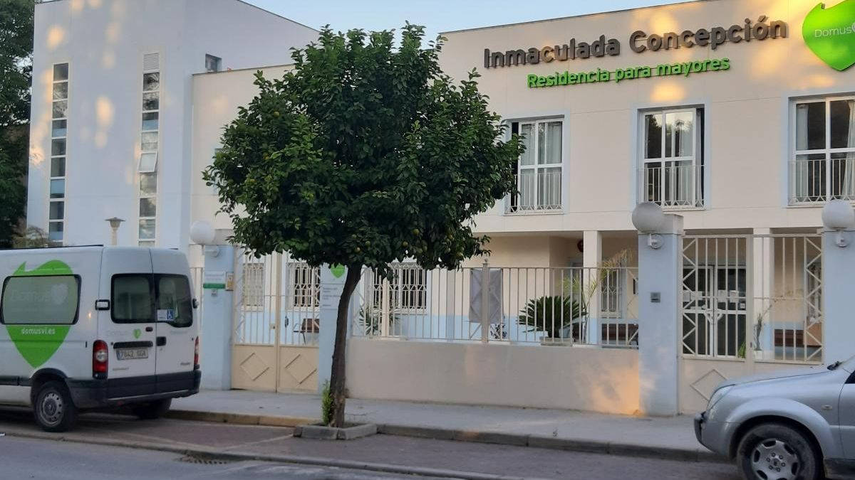Otros 4 fallecidos elevan a 18 las víctimas del covid-19 en la residencia DomusVi de Puente Genil