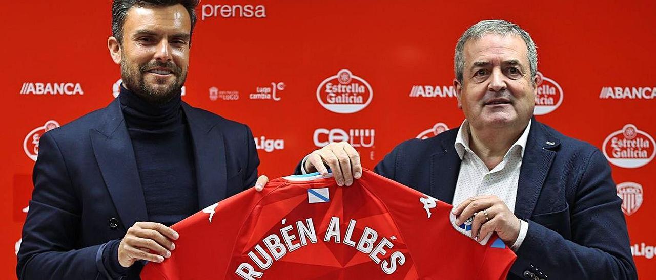 Rubén Albés y Tino Saqués, en la presentación.  // CDLUGO