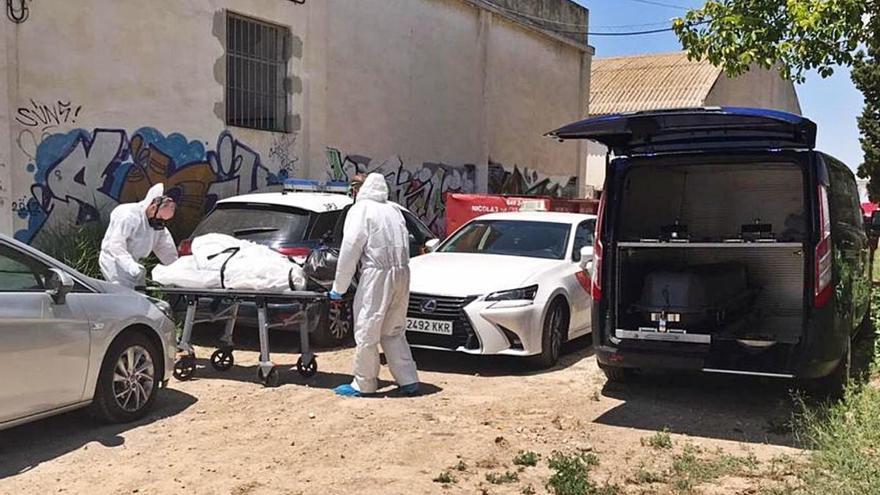 El cadáver maniatado de la nave de Puente Tocinos sigue en la morgue