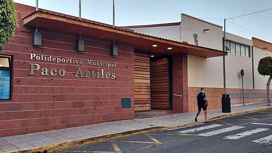 Ciuca denuncia el estancamiento administrativo para la reapertura del polideportivo Paco Artiles