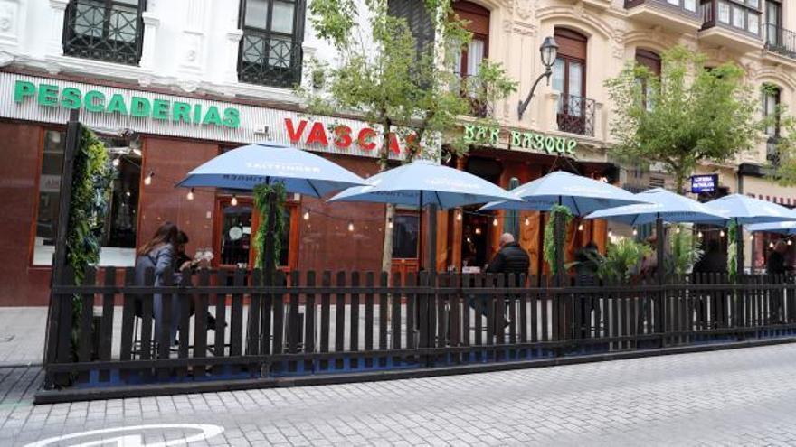Euskadi reduce aforos al 50% y reuniones a 6 personas