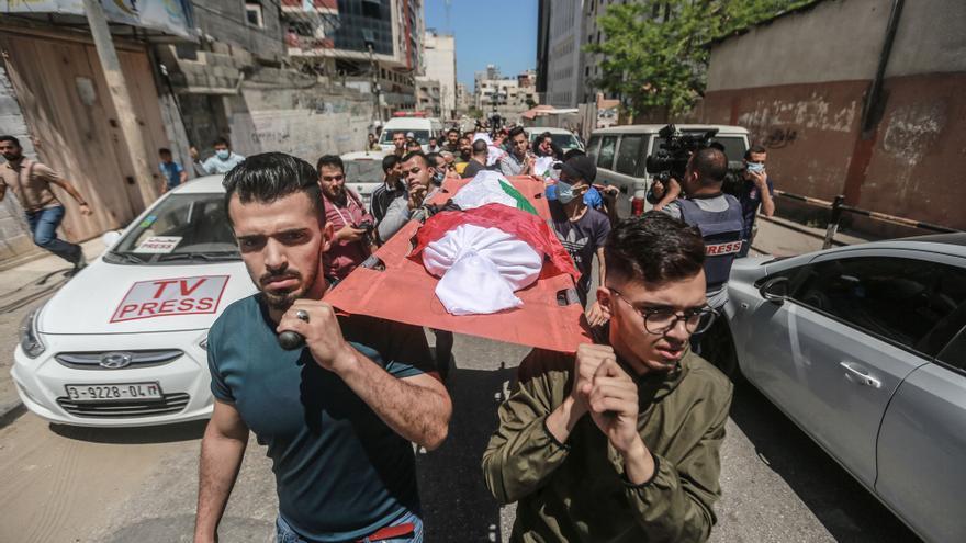 Los ataques entre Israel y Palestina no cesan mientras se reproduce el conflicto en las calles