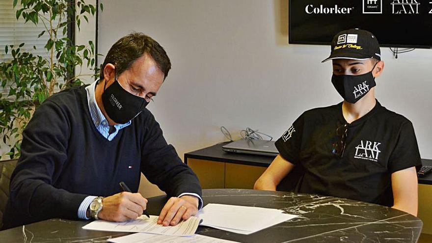 Colorker Group patrocina al piloto de motociclismo Álex Escrig