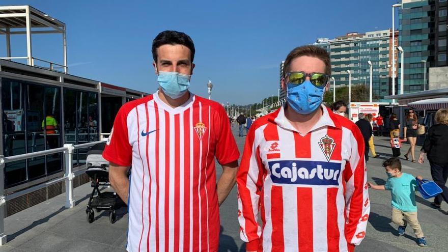 Fútbol: Así vivió la afición del Sporting el derbi de las mascarillas
