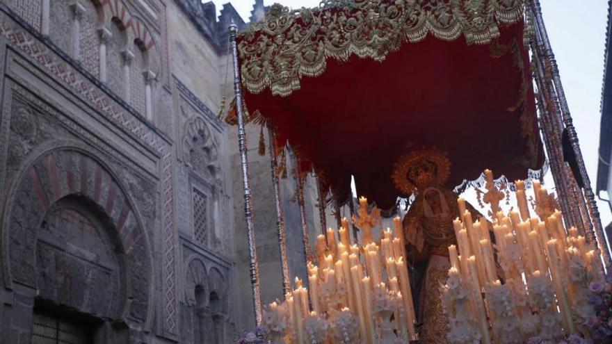 La noche culmina un Martes Santo primaveral e histórico