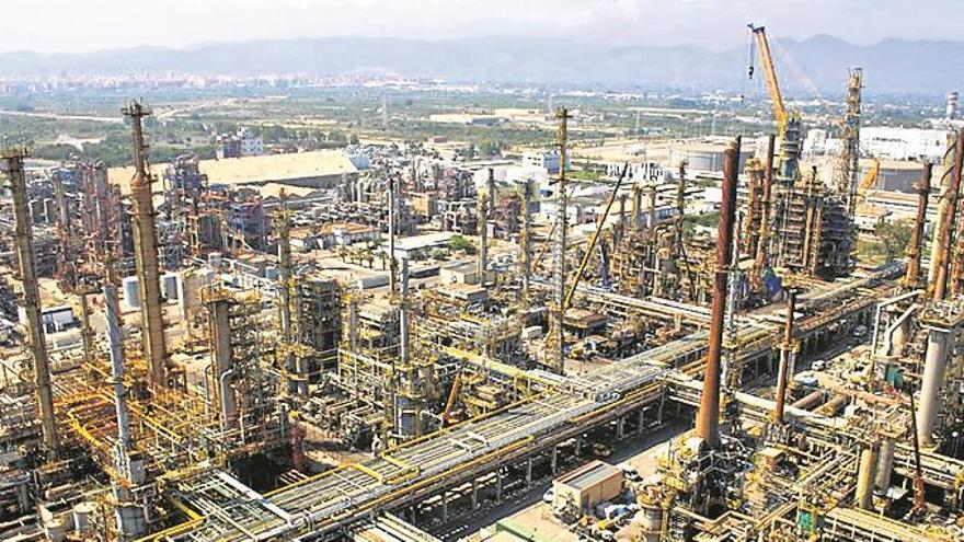 Más de 3.000 personas trabajarán mes y medio en la parada técnica de la refinería