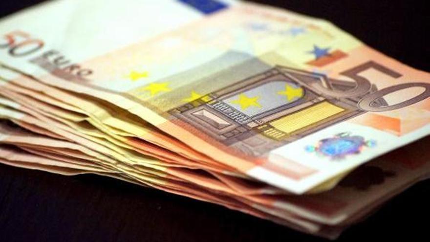 Consumidores de EEUU y Europa piden garantizar los pagos en efectivo
