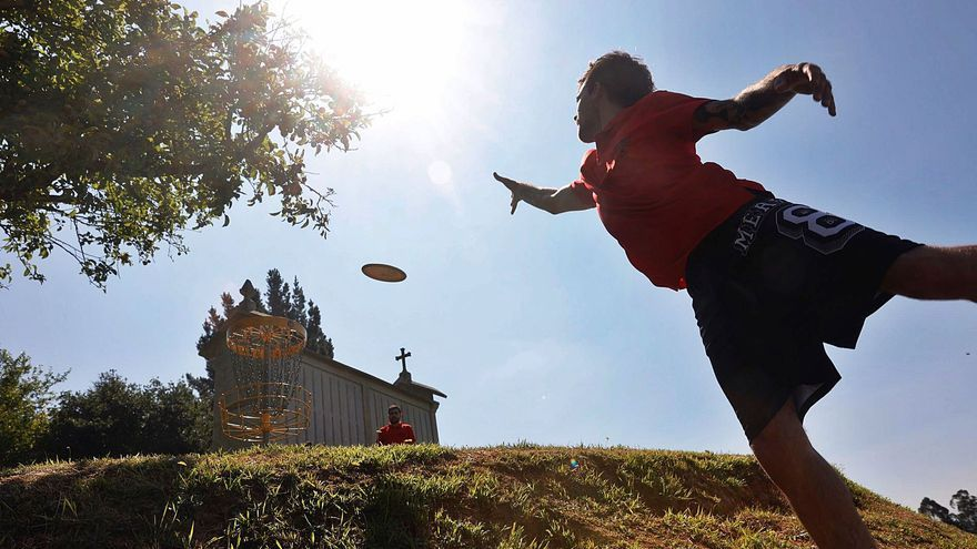 El disc golf enllena'l parque Pura Tomás