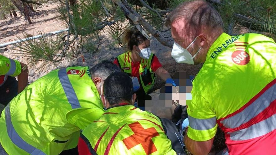 Un motorista resulta herido al caer por un talud en Vilaflor