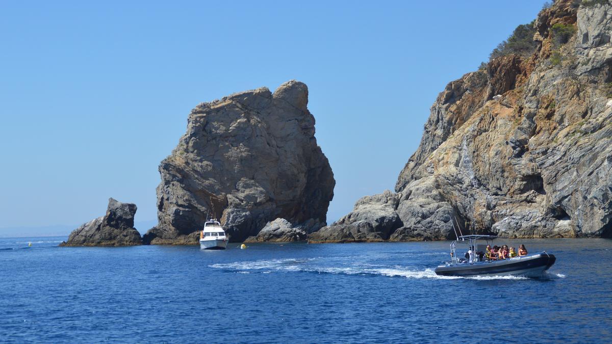 Embarcacions nàutiques recreatives al Cap de Creus