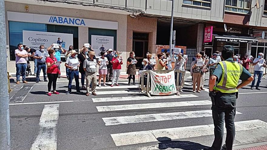 Manifestaciones contra el cierre de Abanca en Soutelo y en Cerdedo-Cotobade