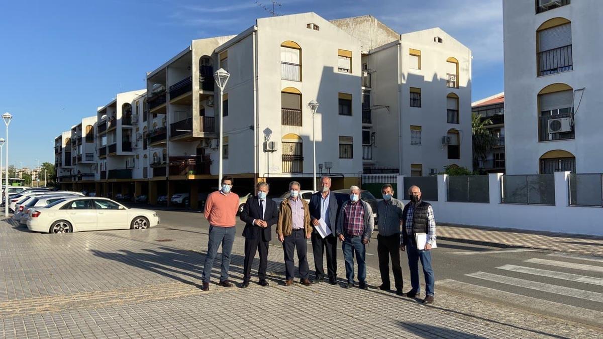 Reunión de Salvador Fuentes con vecinos del barrio de Miralbaida