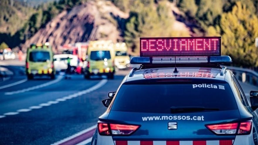 Mueren dos niños de 4 y 13 años en un choque frontal en Girona