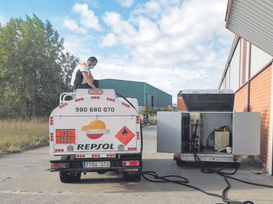Un camión de distribución de combustible a domicilio de Fertol.   Foto cedida a L. O. Z.