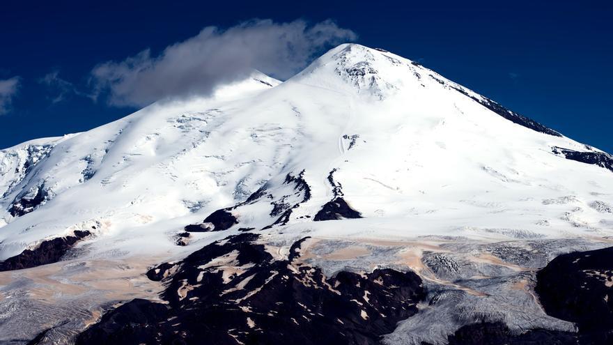 Al menos cinco alpinistas fallecen cuando escalaban una montaña en Rusia