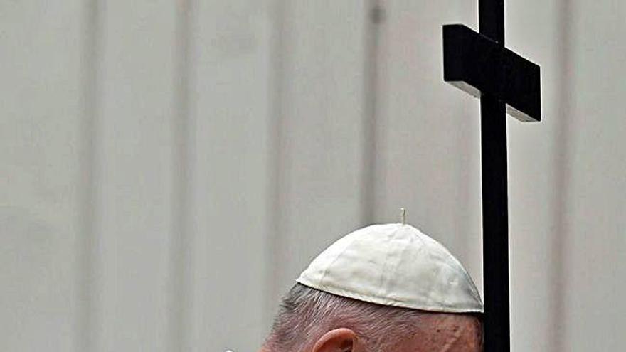 """El papa Francisco: """"El mundo entero está sufriendo y tiene que estar unido"""""""