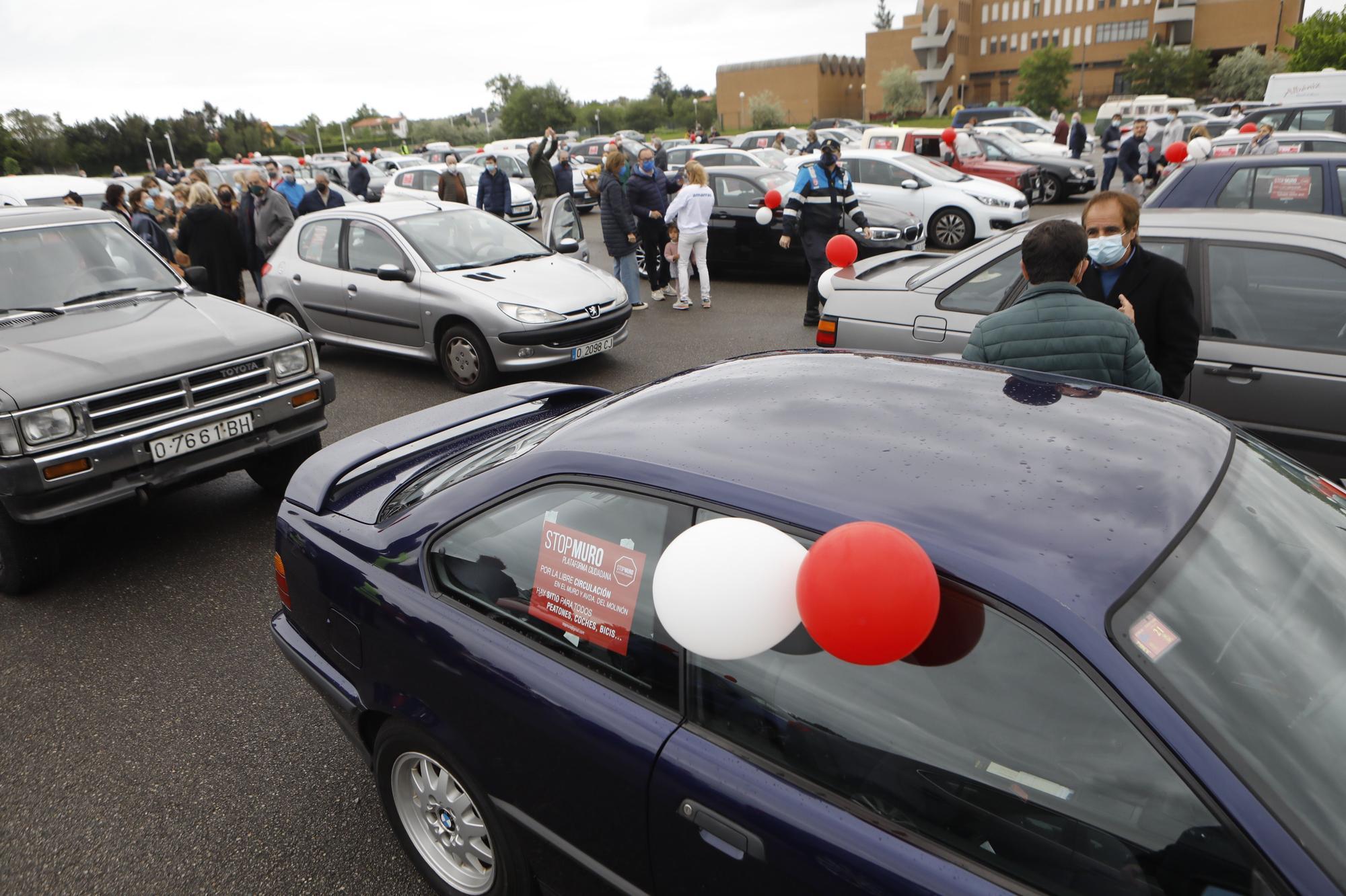 Concentración de vehículos en Gijón contra las restricciones a la movilidad