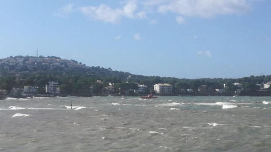 Auxilian a un velero en dificultades en la bahía de Santa Ponça