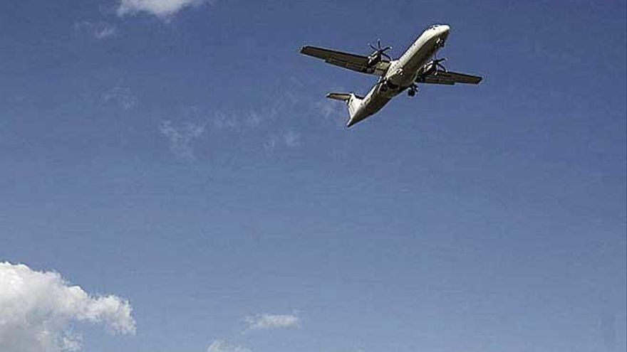 Balears y Canarias piden fiscalizar los precios para evitar encarecer los vuelos