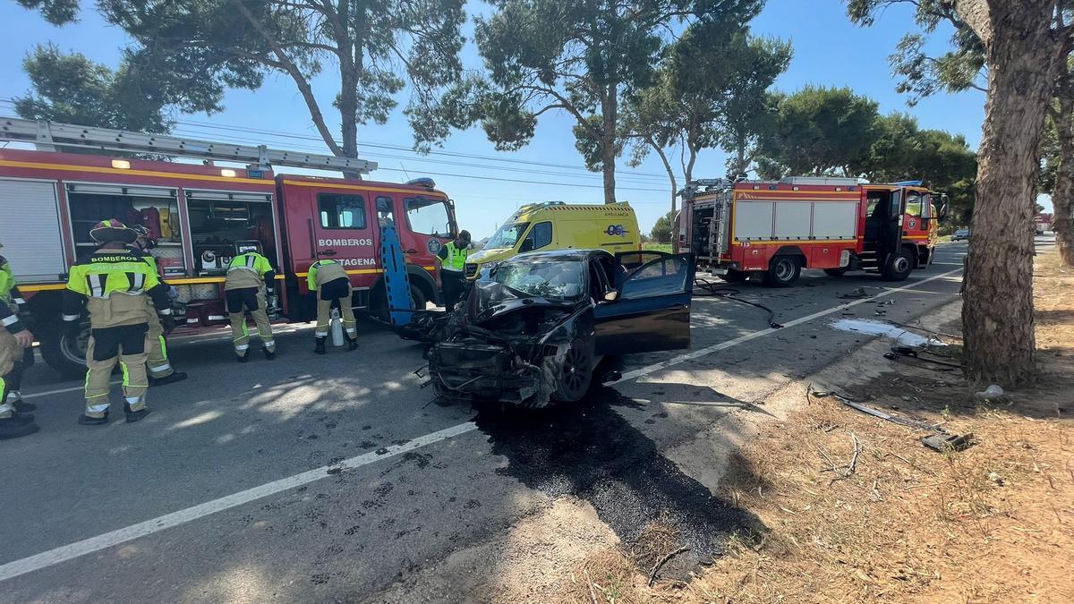 Restos del vehículo estrellado en Cartagena