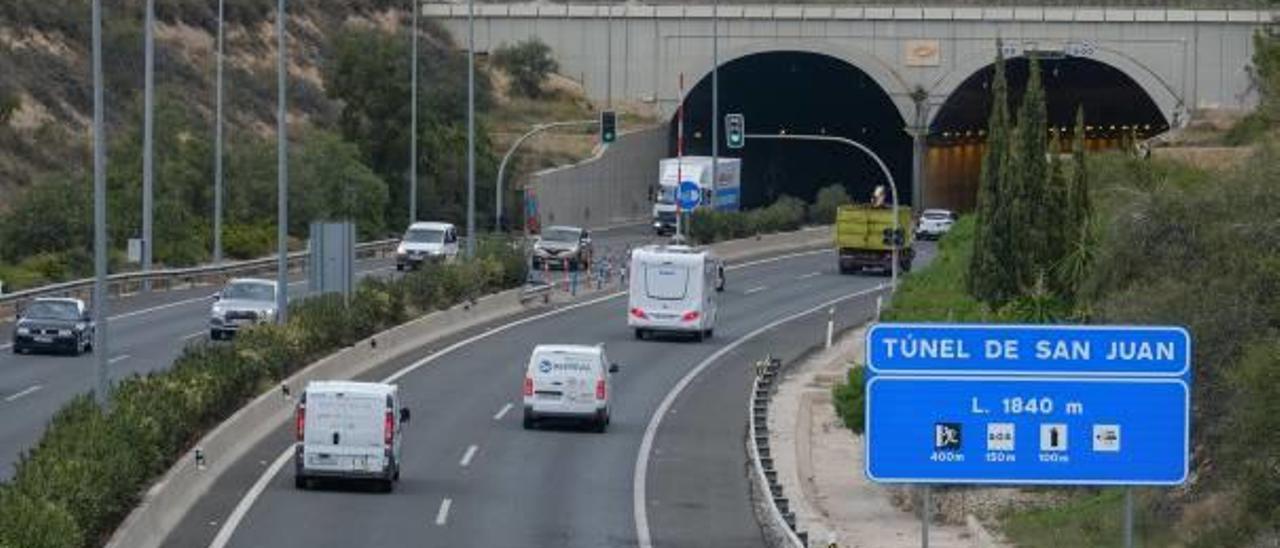 Entrada al túnel de Sant Joan, donde está el radar que multa a más conductores.