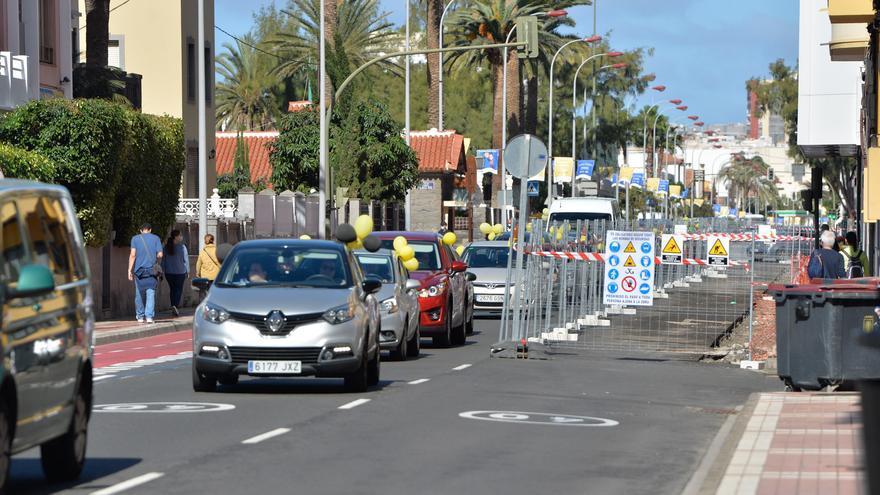 Caravana de coches de la protesta de interinos en Las Palmas de Gran Canaria