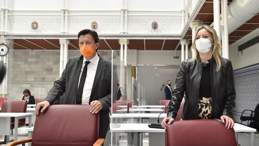 Ana Martínez Vidal y Juan José Molina solicitan pasar al Grupo Mixto