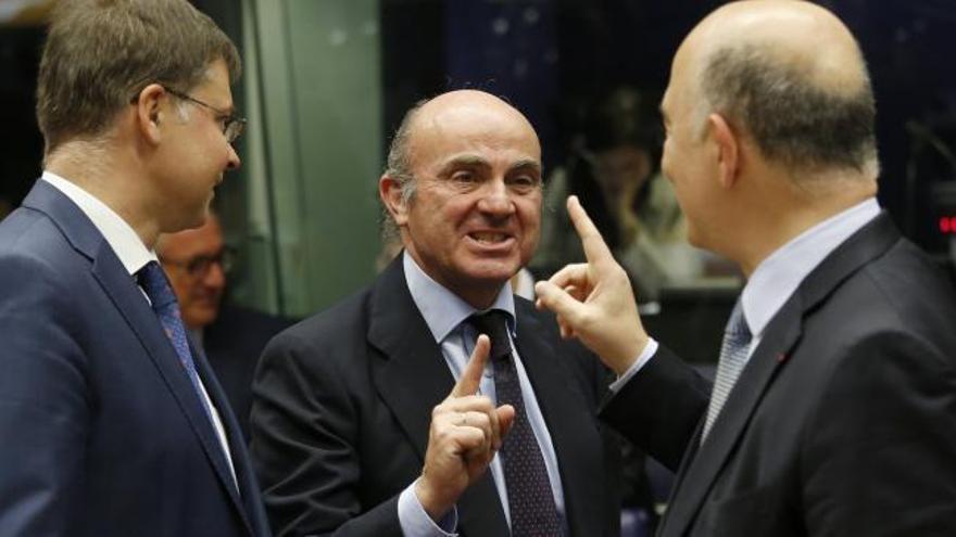 España amenaza con bloquear el rescate a Grecia