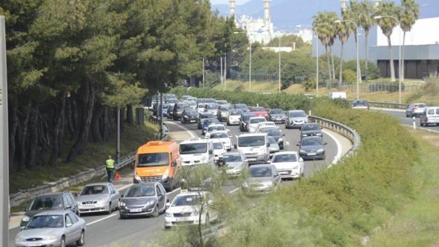 El Govern no descarta limitar el tráfico de vehículos en Mallorca
