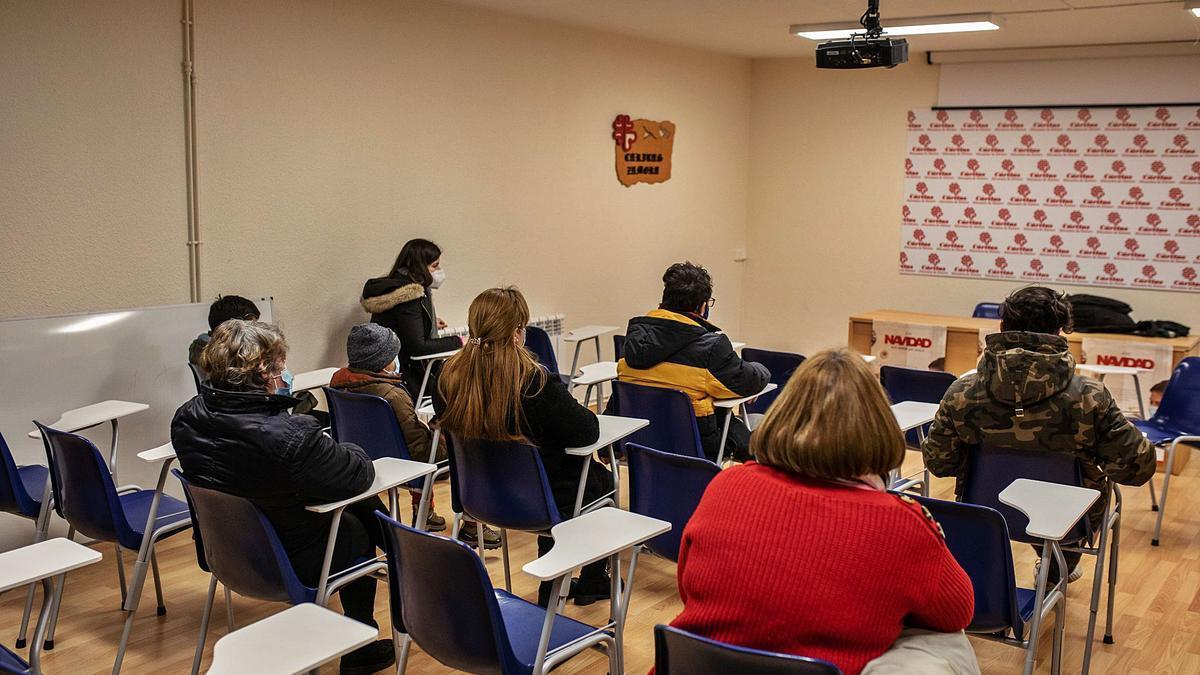 Madres y niños cuentan su experiencia en la sede del CAM.   Nico Rodríguez