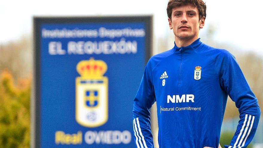 """Marco Sangalli: """"Claro que me veo cinco años en el Oviedo, por eso firmé la renovación"""""""