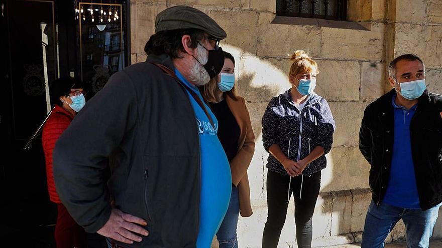 """El Ayuntamiento promete ahora volcarse con los hosteleros, pero también """"con el comercio"""""""