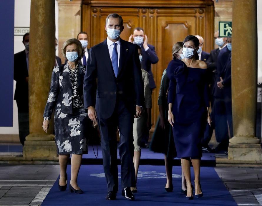 La Familia Real saliendo del salón Covadonga tras la ceremonia.