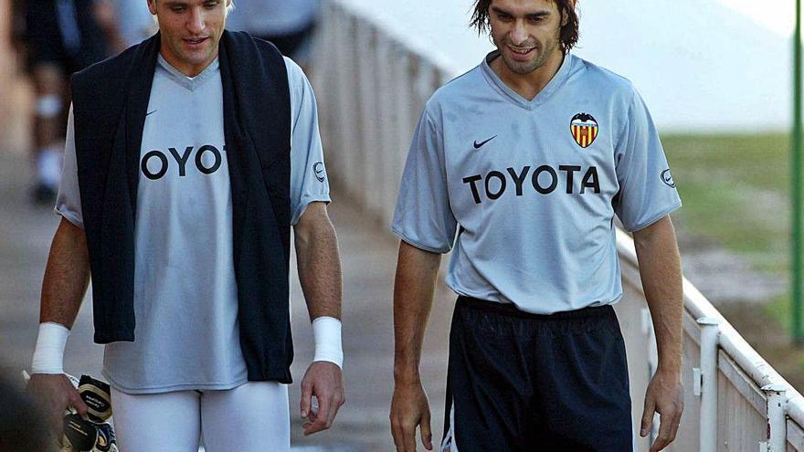 Las leyendas del Valencia se posicionan contra Lim
