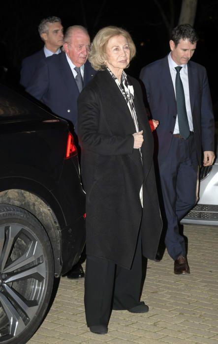Los Reyes Eméritos, Don Juan Carlos y Doña Sofía, a su llegada al tanatorio.