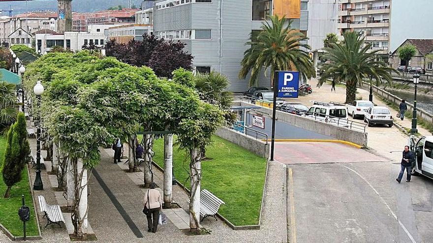 Malestar de usuarios del aparcamiento de A Xunqueira por la falta de personal nocturno