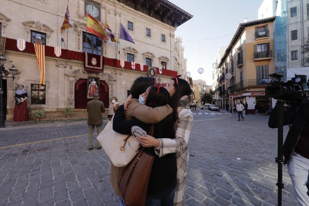 Celebran las campanadas y la llegada de 2021 a las doce del mediodía en Palma