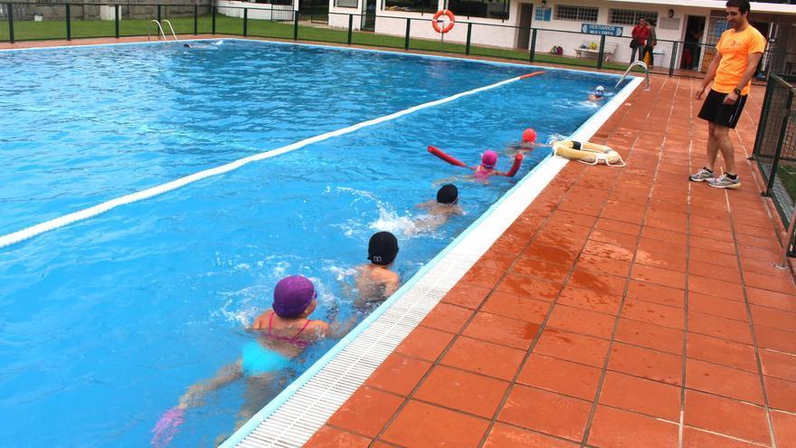 """Salceda no abre las piscinas """"por responsabilidad sanitaria"""""""