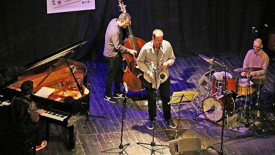 El concert d'Enrique Oliver Quartet embolcalla el públic a ritme de jazz
