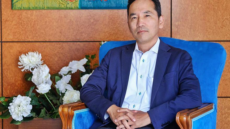 Akira Kusunok: «Además de la pesca, tenemos interés por las energías renovables de las Islas»