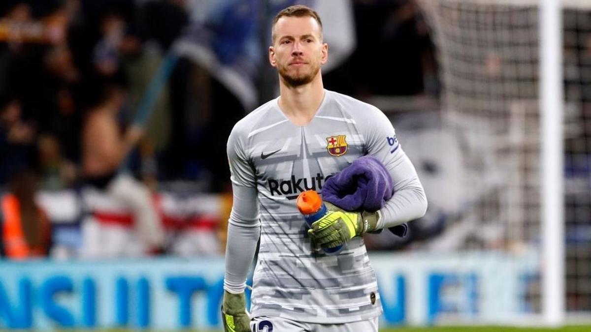 El portero del Barcelona Neto ha pedido a su club salir en busca de protagonismo.