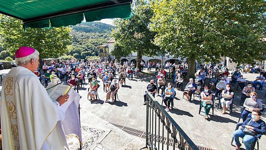 La romería de A Franqueira, sin procesión por primera vez en siete siglos y con mascarillas